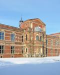 02a-Hauptgebaeude-und-Schulhof