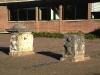 Historische Steine auf dem Schulhof