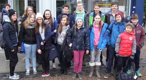 Das Foto zeigt unsere Mannschaft nach dem Wettkampf vor dem Hallenbad Jesuitenhof in Düren.