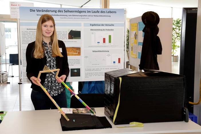 Milena beim Regionalwettbewerb im Forschungszentrum Jülich