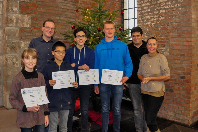 Die Preisträger des Gymnasiums Zitadelle mit der erweiterten Schulleitung