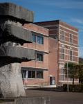 07-Hauptgebaeude-und-Schulhof