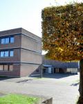 11-Hauptgebaeude-und-Schulhof