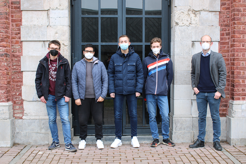 Auf dem Foto (von links nach rechts): Jonas M., Omar D., Nils T., Mika R., Gordon Tavernier